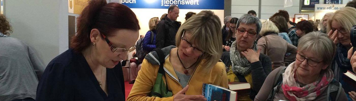 Petra Hammesfahr nahm sich viel Zeit für ihre Leser. © Annalena Beier