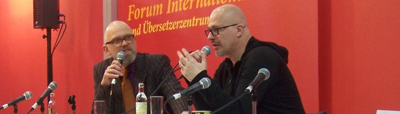 Autor Aleksandar Hemon (rechts) im Gespräch mit Moderator Thomas Böhm (links). © Tim Reischke