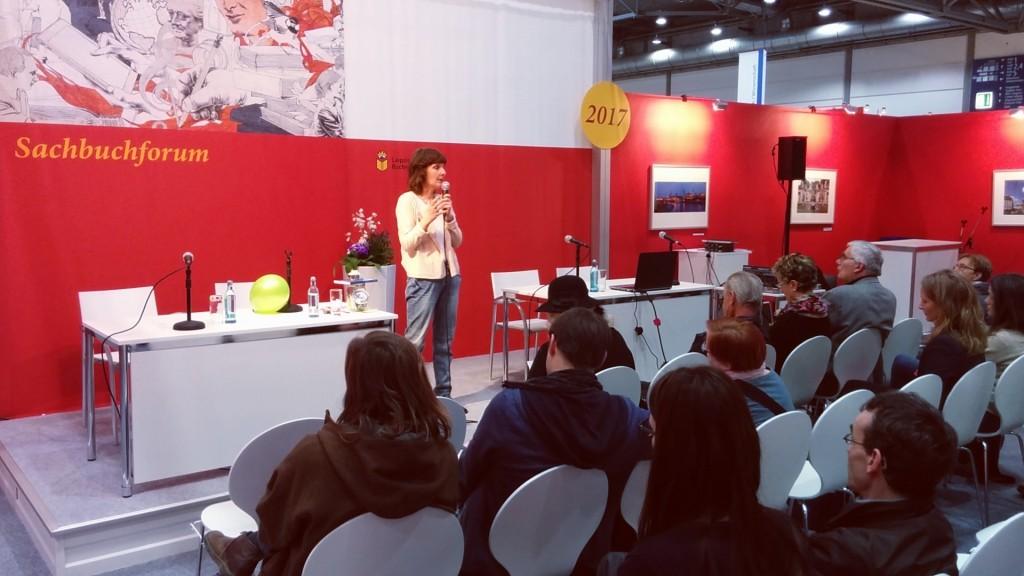 Susanne Weikl während ihres Vortrags. © Jasmin Klein