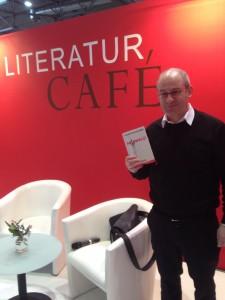 Oliver Diggelmann mit seinem Roman Maiwald. © Laura Hüser