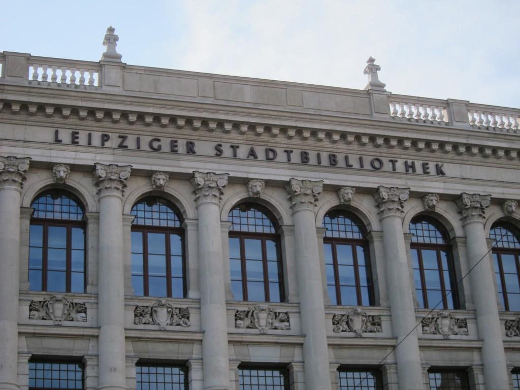 Die Stadtbibliothek am südlichen Ende vom Leuschner-Platz. © Veronika Mücke-Sprügl